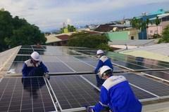 Pin mặt trời hết hạn nguy hiểm thế nào nếu xử lý không đúng quy trình?