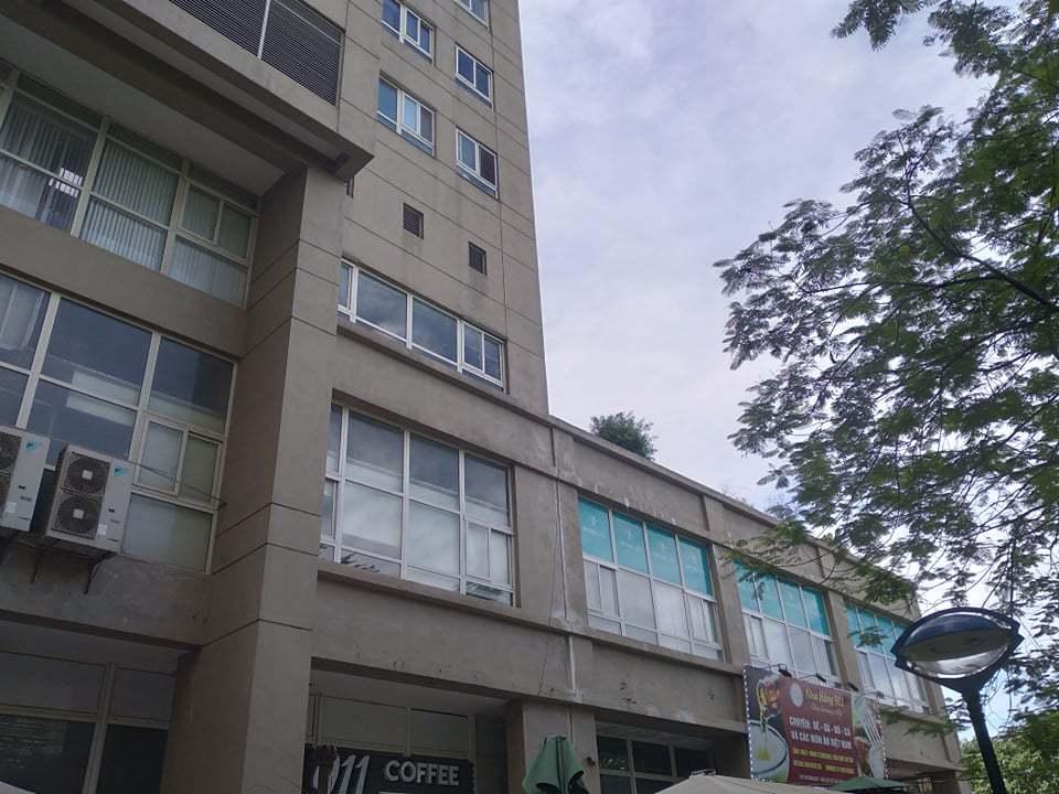 Cháu bé rơi từ tầng 11 chung cư, người bố sốc nặng khi đưa con đi cấp cứu