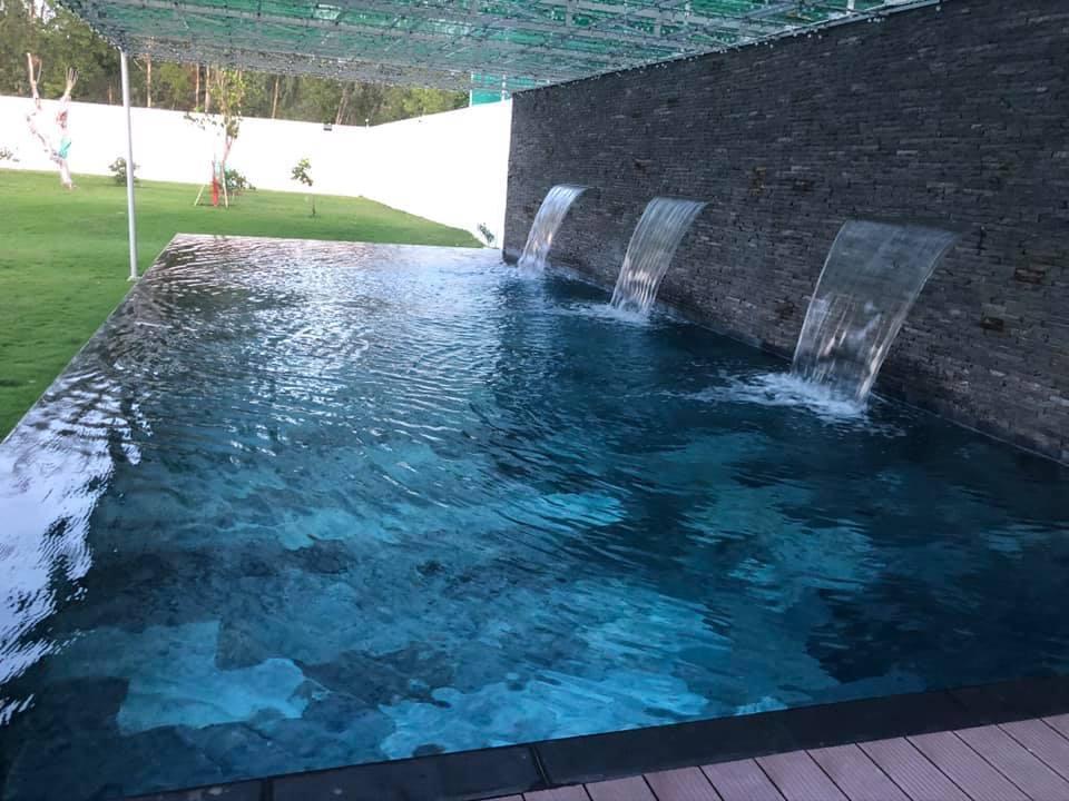 Siêu phẩm nhà cấp 4 rộng 300m2, gây mê với hồ bơi vô cực mini