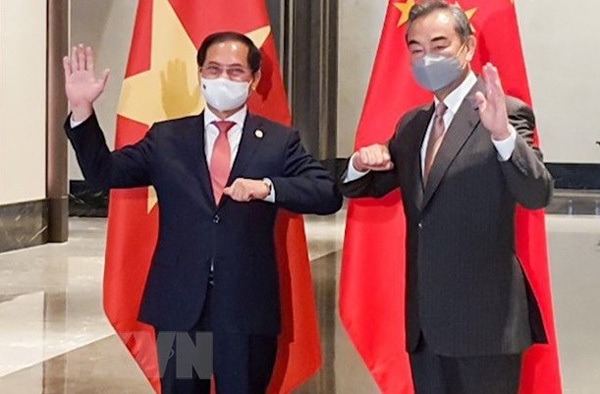 Vietnam, China sustain development trend in bilateral ties despite pandemic