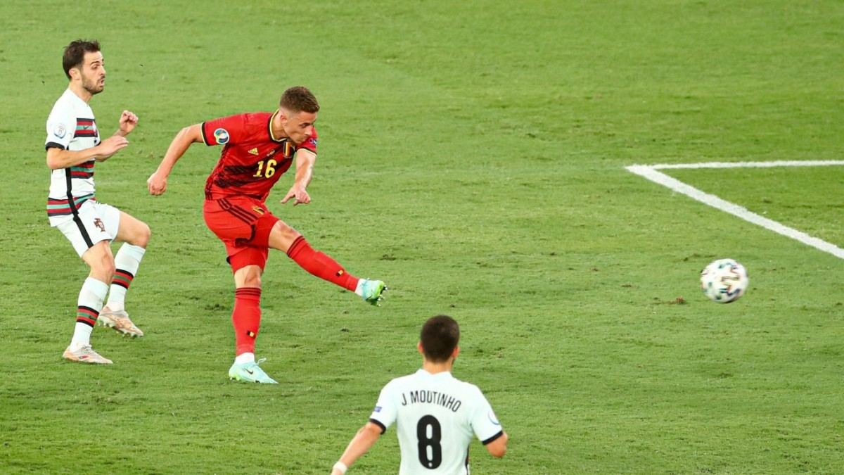Thorgan Hazard: Thoát bóng anh trai nhờ sức mạnh tình yêu