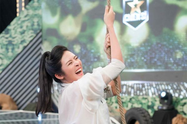 Hoa hậu Ngọc Hân đu xà, vượt rào thép gai trong 'Chúng tôi - chiến sĩ'