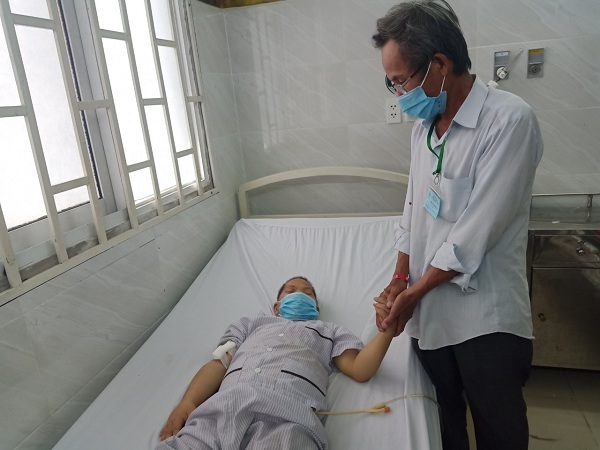 Sài Gòn mùa dịch: Anh trai 53 khốn khó chăm em 48 như trẻ lên 2