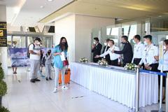 Đón khách quốc tế không cách ly, hàng nghìn người đổ đến Phuket