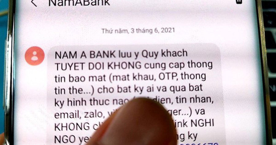 Dùng chữ ký, con dấu giả lừa tiền trong tài khoản ngân hàng