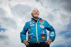 Cụ bà 82 tuổi bay cùng tỷ phú Jeff Bezos vào vũ trụ