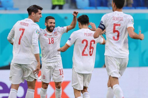 Video Tây Ban Nha 1-1 Thụy Sĩ (pen 3-1): Bàn thắng may mắn, vỡ òa 11m