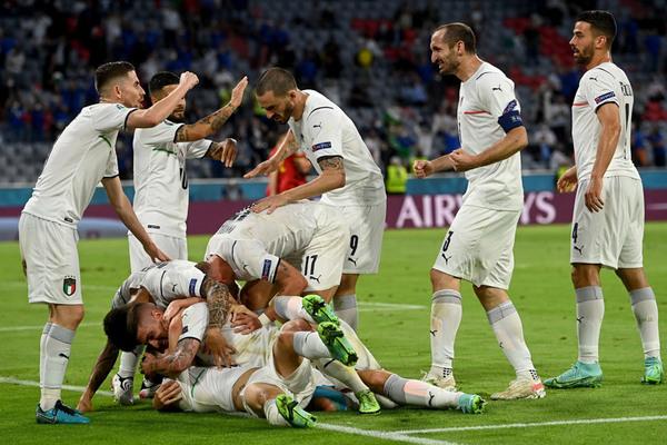 Italy thắng đẹp Bỉ: Say đắm và kiêu hãnh