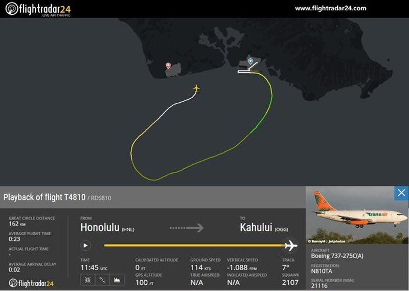 Máy bay Boeing 737 lao xuống biển vì hỏng động cơ