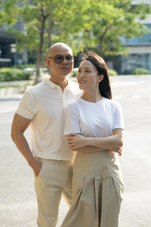 Phan Đinh Tùng hạnh phúc bên vợ kém 12 tuổi và 2 con