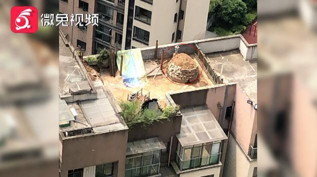 Thực hư việc xây mộ trên nóc chung cư khiến nhiều người ngã ngửa