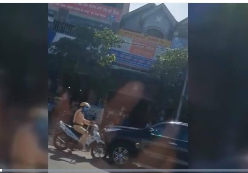 Chống đối CSGT Hà Tĩnh, tài xế lùi xe tốc độ cao bỏ chạy