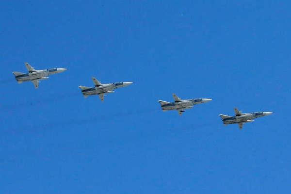 Máy bay Nga diễn tập ném bom tàu chiến trên Biển Đen