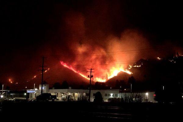 Canada hứng chịu hơn 130 vụ cháy rừng sau 12.000 vụ sét đánh