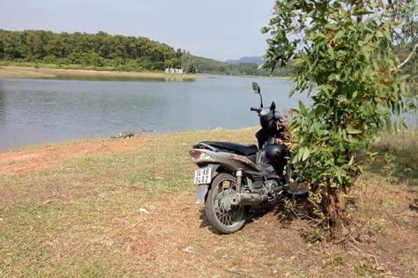 Thi thể người đàn ông nổi trên hồ nước ở TP Uông Bí