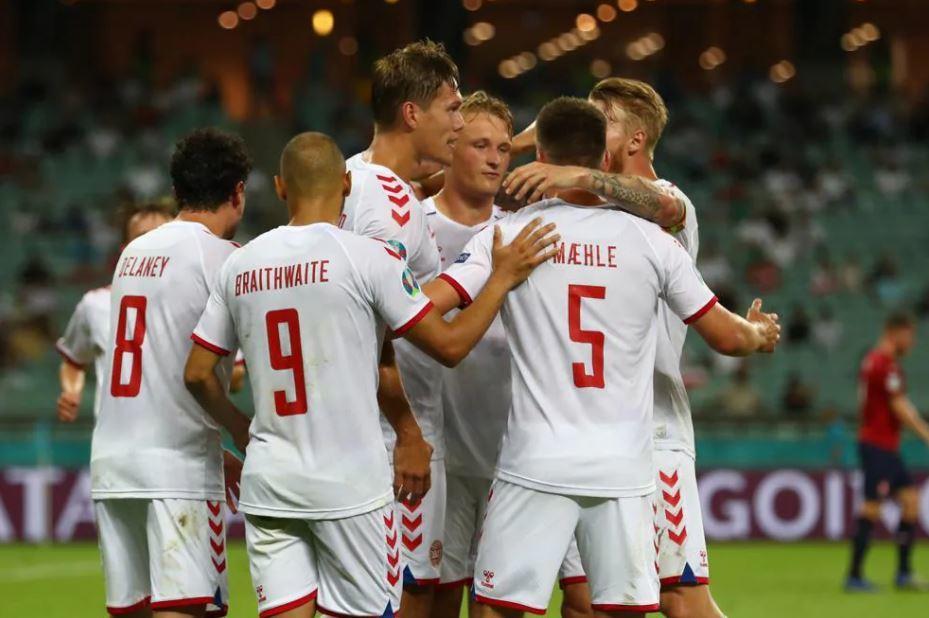 Xác định 2 cặp bán kết EURO 2020