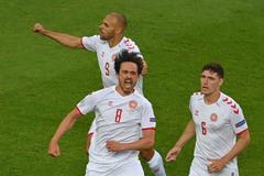 """Video CH Séc 1-2 Đan Mạch: """"Lính chì"""" bay cao"""