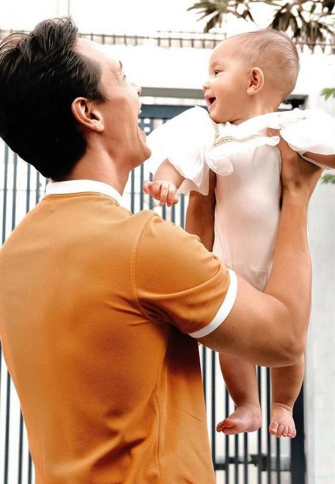 Hồ Ngọc Hà - Kim Lý khoe ảnh gia đình siêu đáng yêu