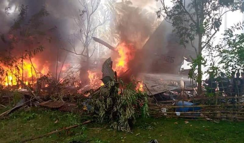 Hình ảnh vụ rơi máy bay thảm khốc ở Philippines