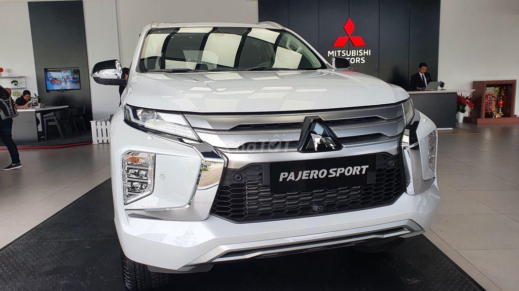 gia-xe-mitsusbishi-Pajero-Sport-Diesel-4x2-AT-giam-gia-dao-dong-90-110-trieu-dong