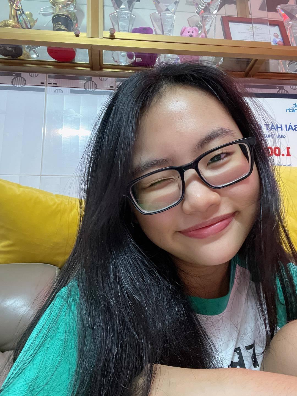 NSƯT Chí Trung bình yên bên bạn gái kém 17 tuổi