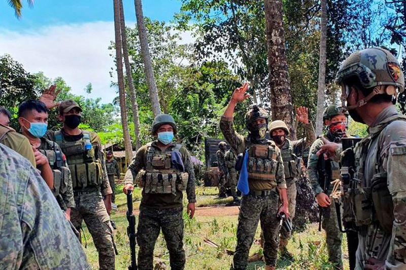 Số tử vong vì rơi máy bay Philippines tăng, nhiều lính thoát chết nhờ nhảy dù