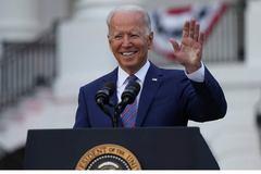 Ông Biden kêu gọi dân Mỹ yêu nước bằng cách tiêm vắc xin