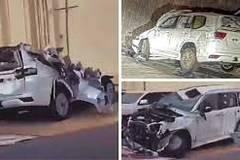 Lô xe Toyota Land Cruiser 2022 vỡ nát vì gặp nạn trên đường vận chuyển