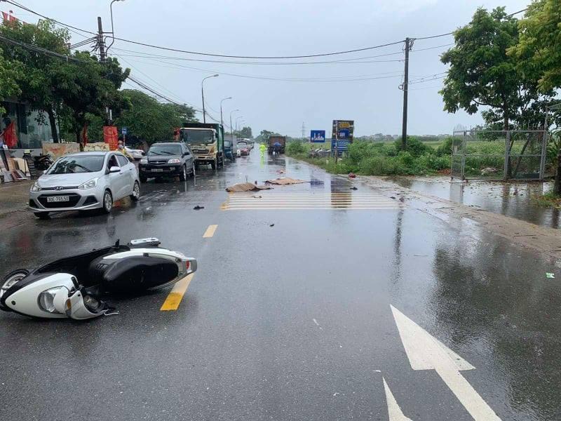 Hai vợ chồng ở Hà Nội tử vong sau va chạm với xe tải trên QL3