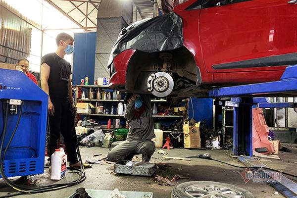 Giảm xóc ô tô bị hỏng, nên thay một chiếc hay cả đôi?