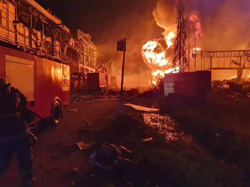 Hình ảnh nhà máy hóa chất gần Bangkok nổ tan tành