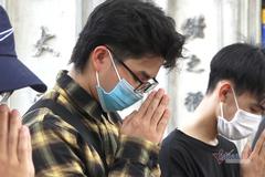 Đi từ Bắc Ninh lên Văn Miếu để cầu may trước ngày thi tốt nghiệp