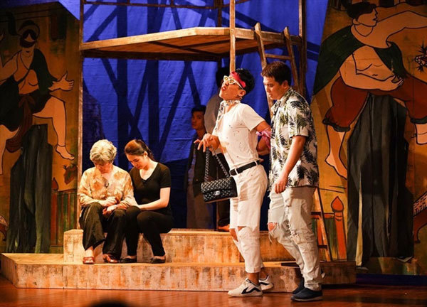 Stage artists long for theatres to reopen