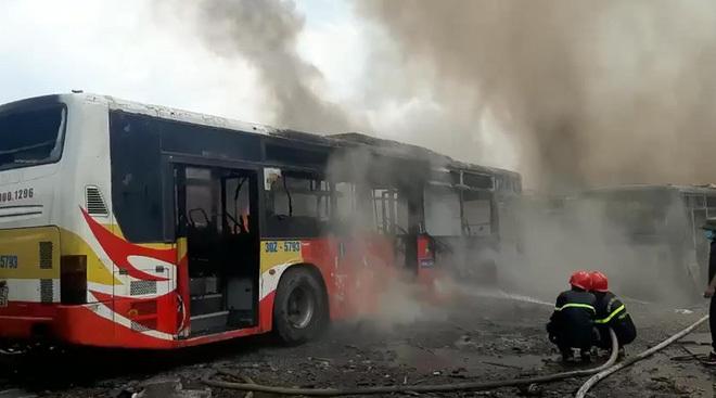 Điều tra việc nhiều ô tô bị thiêu rụi ở Bắc Giang
