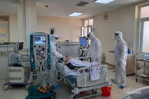Nhiều bác sĩ BV tỉnh lên tuyến Trung ương học hỏi điều trị bệnh nhân Covid-19 nặng