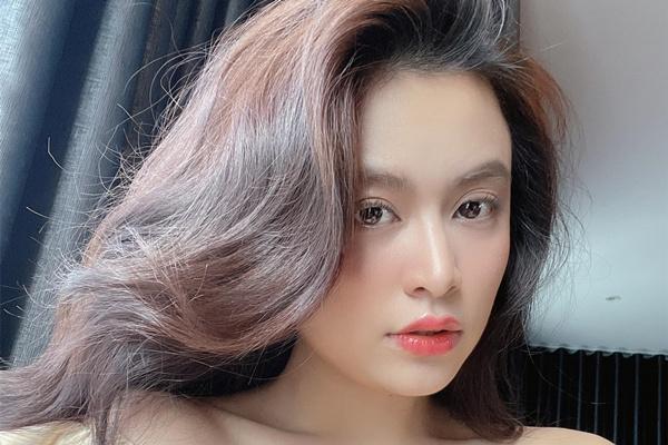 Hoàng Thùy Linh xinh đẹp khác lạ