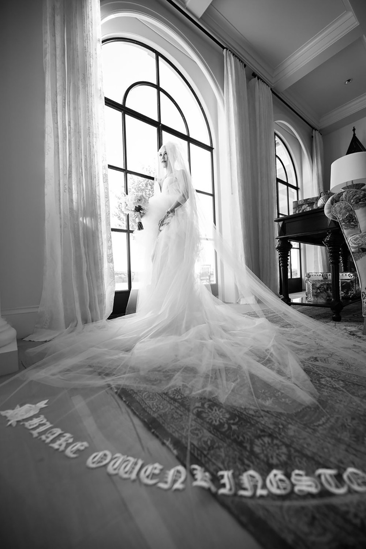 Giám khảo The Voice Gwen Stefani kết hôn với hôn phu kém 7 tuổi