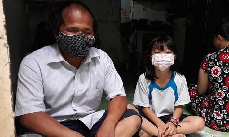 Người khiếm thị ở TP.HCM chống chọi với dịch Covid-19, khó khăn chồng chất