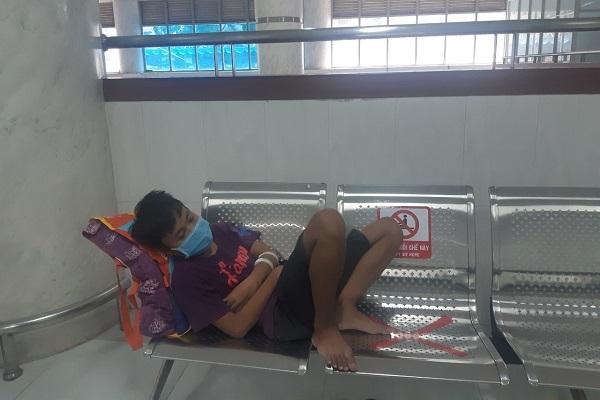 Sài Gòn mùa dịch: Cậu bé nhà nghèo đổ gục vì căn bệnh suy thận