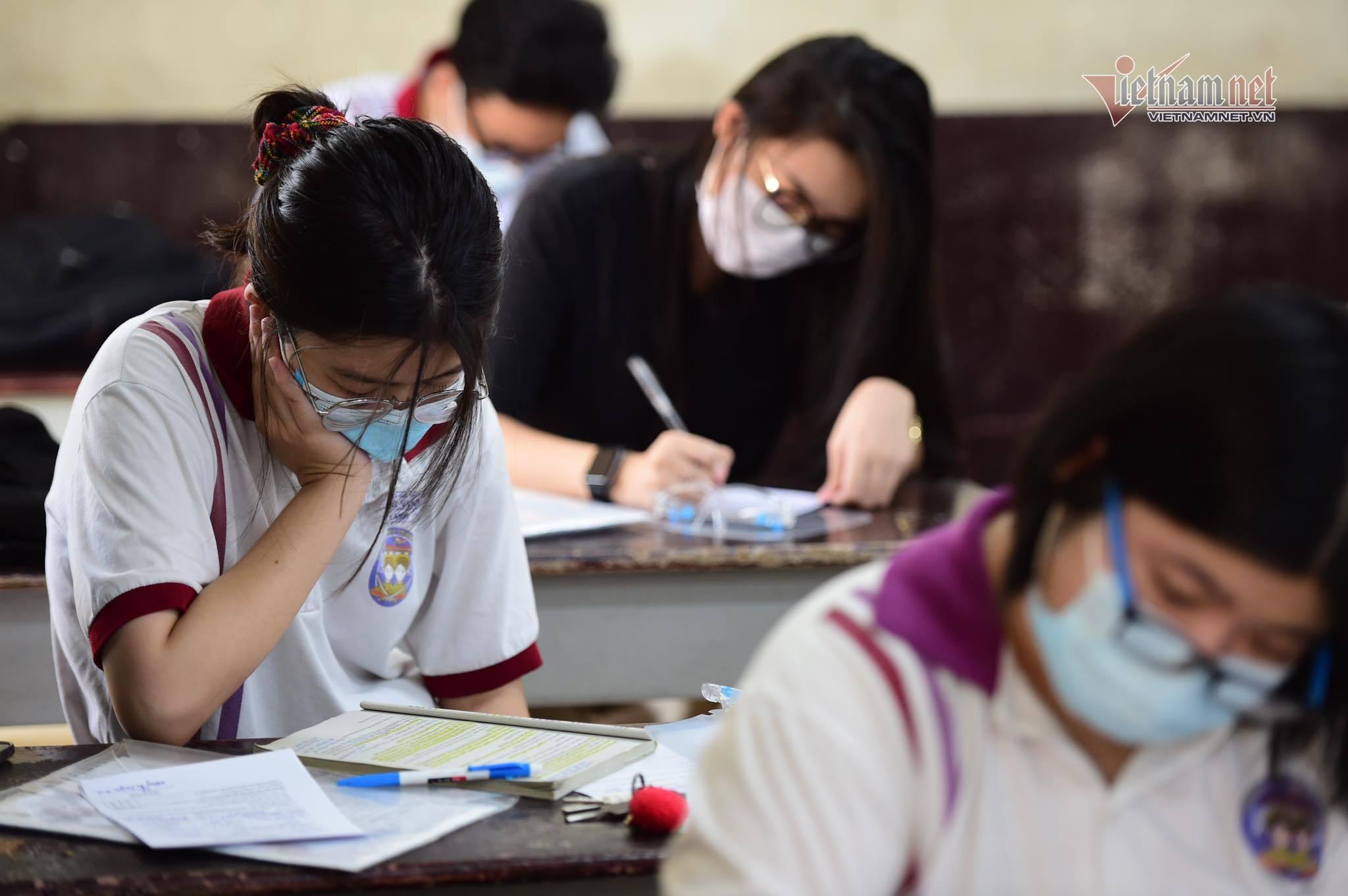 Một thí sinh F0 dự thi môn Ngữ văn ở TP.HCM