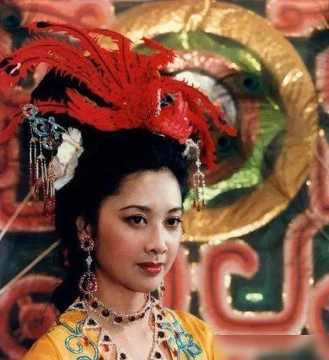 Cuộc sống kín tiếng của 'Nữ vương Tây Lương' Tây du ký ở tuổi 69