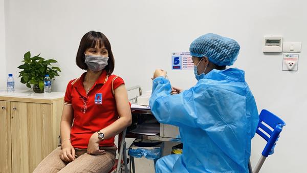 Người dầu khí hưởng ứng chiến dịch tiêm vắc xin, thực hiện mục tiêu kép