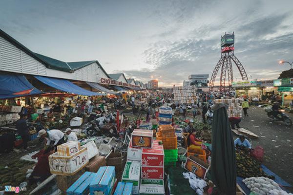 Cấm chợ ở TP.HCM: Nghĩ đến dân mà chống dịch