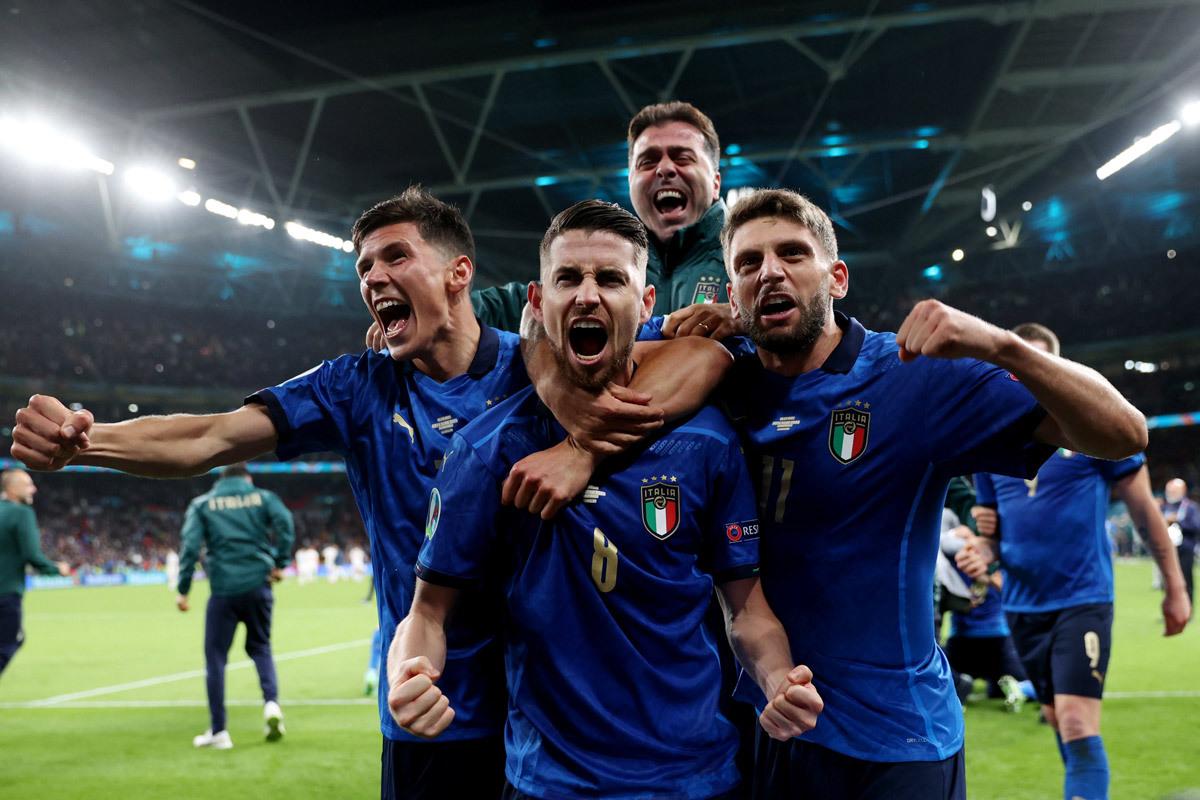 Italy hạ Tây Ban Nha vào chung kết: May mắn và bản lĩnh
