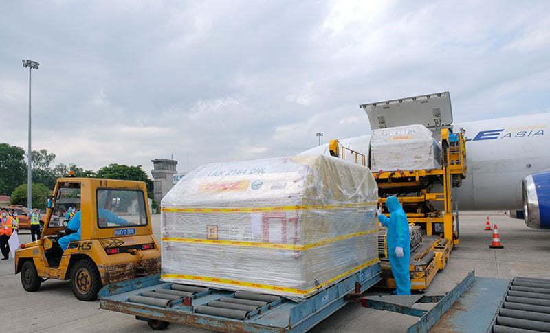 Hơn 97.000 liều vắc xin Pfizer đã về tới Việt Nam