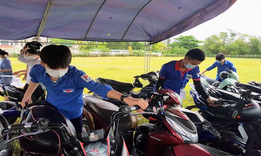 Hơn 1.000 thanh niên tình nguyện tiếp sức cho thí sinh xa nhà ở Hà Tĩnh