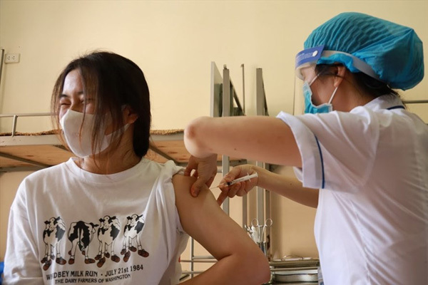 Vietnam considers mixing two Covid-19 vaccines