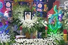 Bố mẹ túc trực tang lễ diễn viên, người mẫu Đức Long