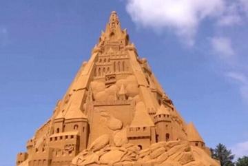 Xem quá trình xây dựng lâu đài cát cao nhất thế giới