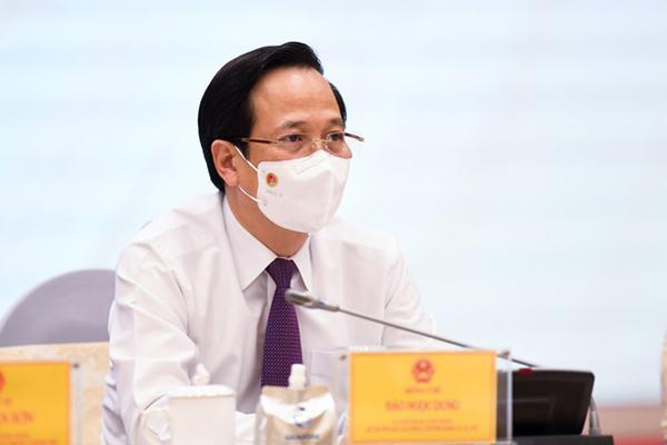 Bộ trưởng, chuyên viên 'vừa chạy vừa xếp hàng' đưa gói hỗ trợ 26 nghìn tỷ đến tay dân